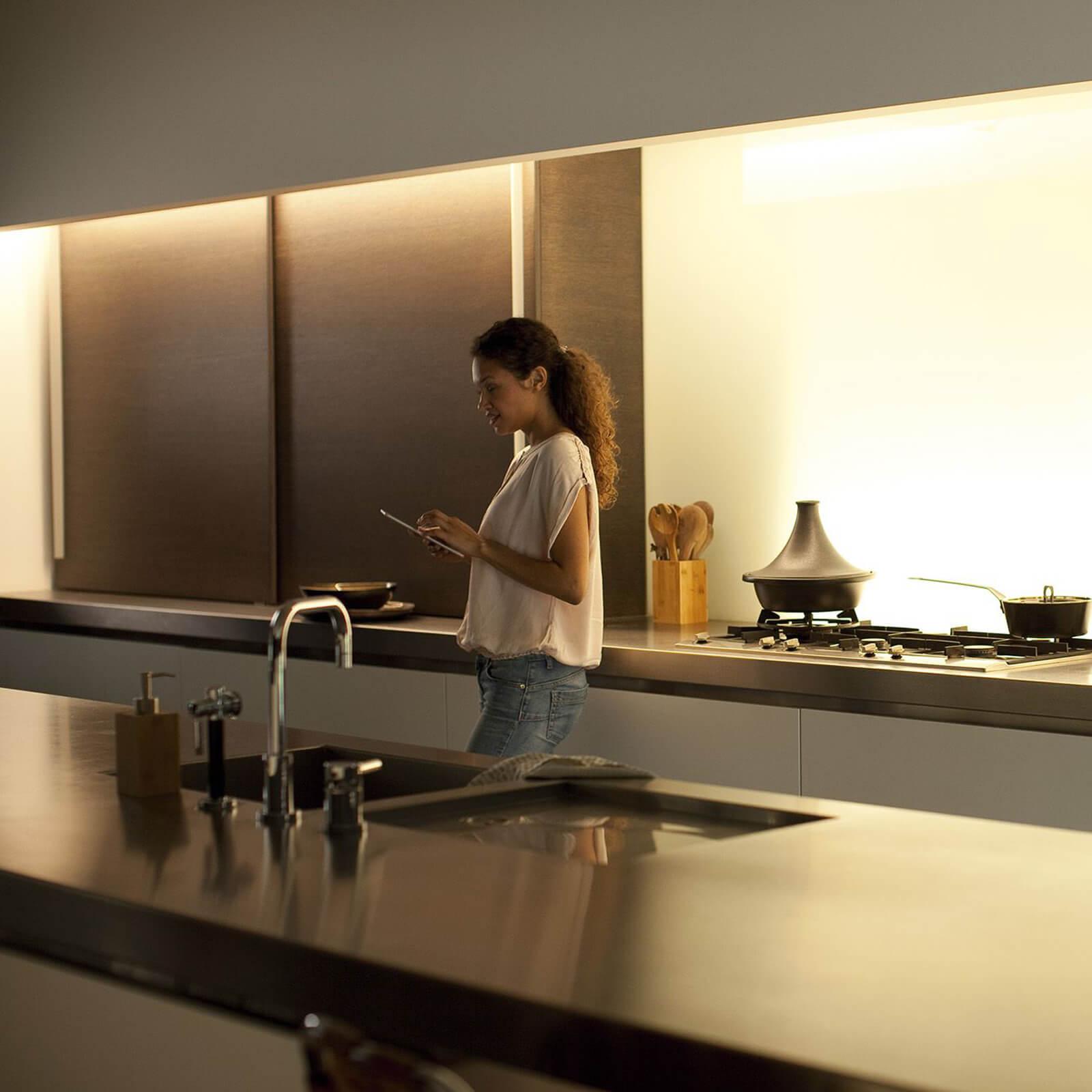 philips hue lightstrips plus 1m verlenging. Black Bedroom Furniture Sets. Home Design Ideas